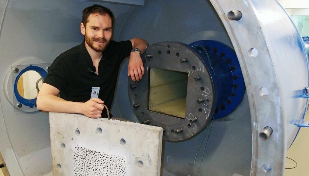 Flytende tunneler på nye E39 vil tåle kraftige eksplosjoner. Martin Kristoffersen er en av forskerne som har utført trykkforsøk i et såkalt sjokkrør på NTNU. (Foto: Albert H. Collett/SFI CASA/NTNU)