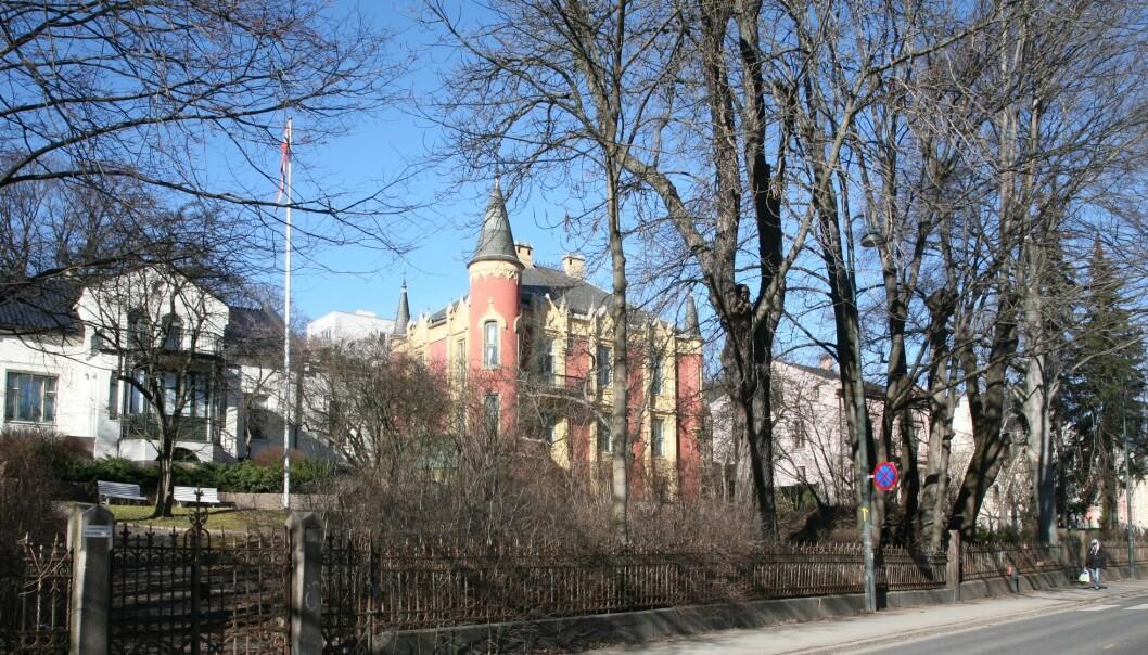 Gamle erverdige hus kan ha egne lovdokumenter. Det gjør både politikere og utbyggere usikre på om de kan bygge nytt eller endre eiendommene, ifølge forsker. (Foto: Nina Aldin Thune/ CC BY-SA 2.5 / Wikimedia commons)
