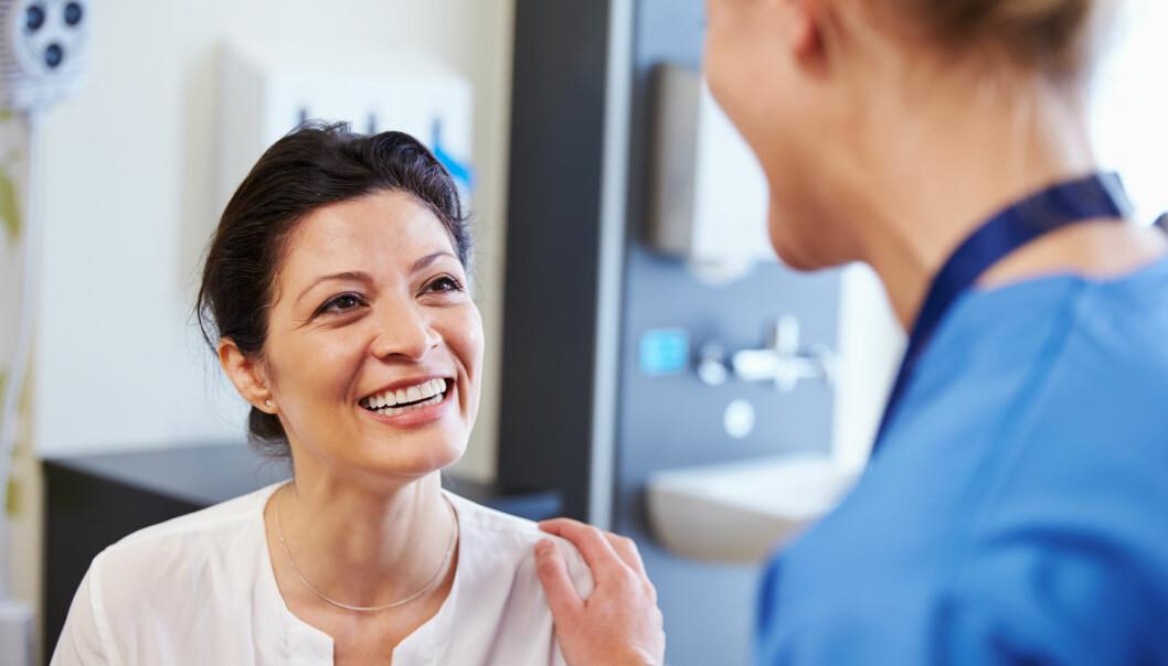 Studier som viser at kvinner over 50 får lavere risiko for hjerteinfarkt om de tar hormontilskudd, har ikke fått tilstrekkelig oppmerksomhet i media, mener norsk professor.  (Foto: Shutterstock/NTB/Scanpix)