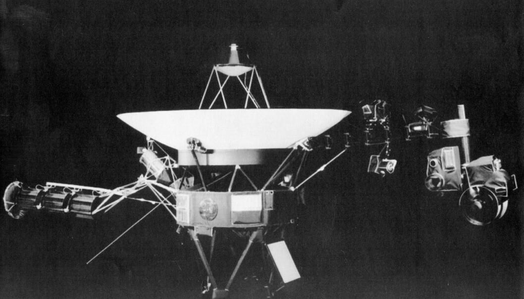 Et handout-bilde fra Jet Propulsion Lab i Pasadena, California, viser en av NASAs to Voyager-sonder. De ble skutt opp i 1977, og reiser nå gjennom rommet mellom stjernene. (Foto: AP / NTB scanpix)