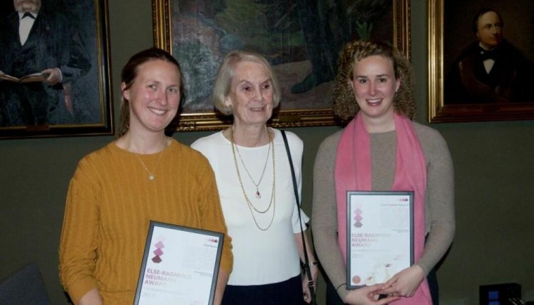 Professor Else-Ragnhild Neumann i midten flankert av de to stolte prisvinnerne Anja Røyne (t.v.) og Grace Shephard. (Foto: Johannes Jakob/CEED/UiO)