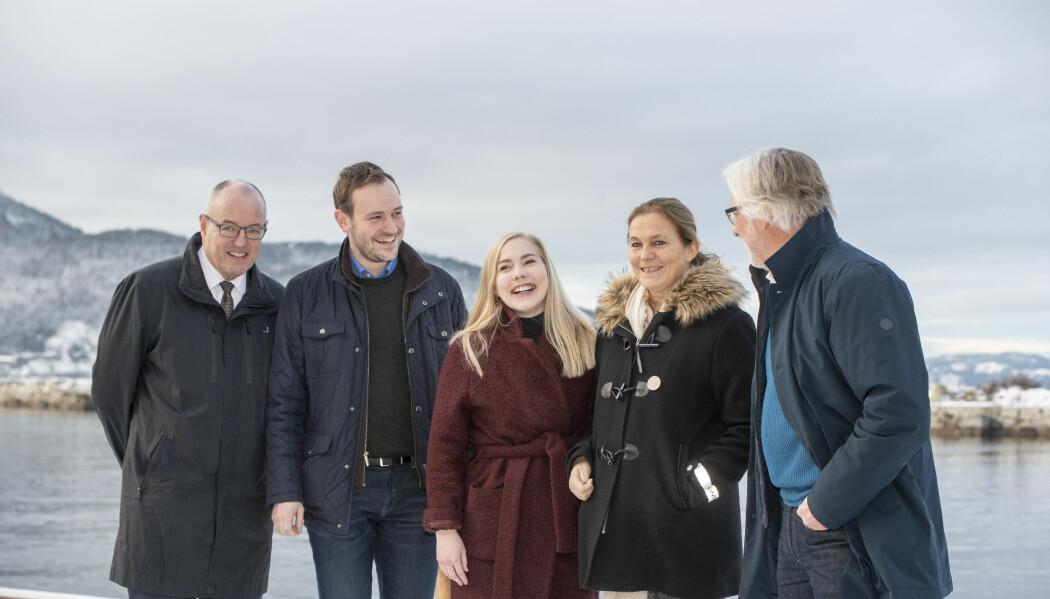 Gleden var stor da konseptvalg for Ocean Space Centre ble annonsert. Fra venstre Gunnar Bovim, rektor NTNU, stortingsrepresentant Sivert Bjørnstad (frp), stortingsrepresentant Mari Holm Lønseth (H), konsernsjef Alexandra Bech Gjørv, Sintef og stortingsrepresentant Jon Gunnes (V). (Foto: Lena Knutli)