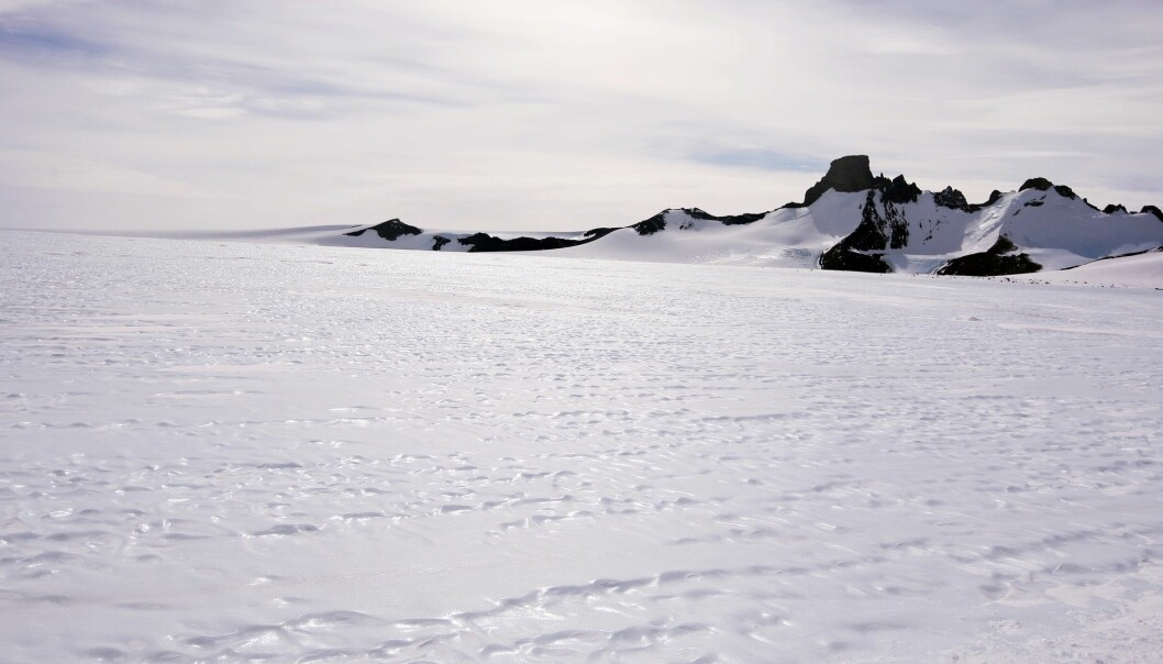 Områder ved Jutulsessen i Dronning Maud Land i Antarktis. Isbreene hvor det nå er oppdaget økt smelting, ligger på en annen del av kontinentet. (Foto: Heiko Junge / NTB scanpix)