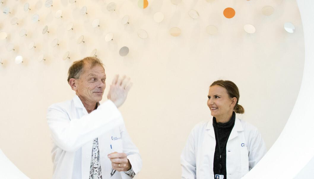 Nysgjerrighet på hva puss gjør med hjernen førte til at nevrolog Bjørnar Hassel og psykolog Ane G. Rogne nå forsker på alle sider ved denne påvirkningen, både de akutte og det som gir utslag i det kognitive over tid. (Foto Lars Aarønæs).