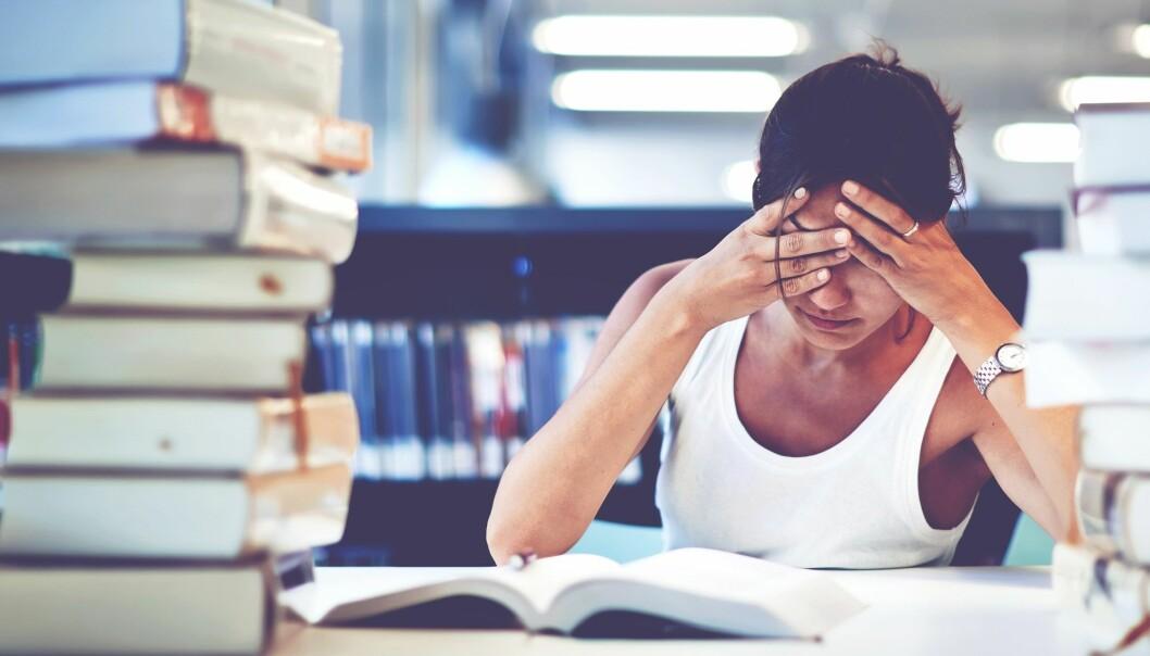 En av årsakene til søvnvanskene kan være at studentene alltid er pålogget, sier forsker. (Illustrasjonsfoto: GaudiLab, Shutterstock, NTB scanpix)