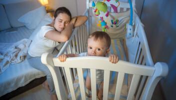 Både barn og foreldre blir forstyrret av å sove på samme rom. Derfor mener amerikanske forskere at babyer over seks måneder bør få eget rom. (Foto: Shutterstock / NTB scanpix)