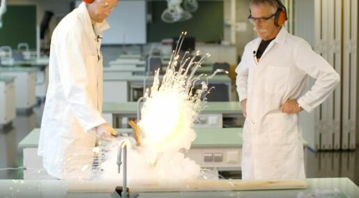 17. desember: Her lager Inge og Magne eksplosiv bomull