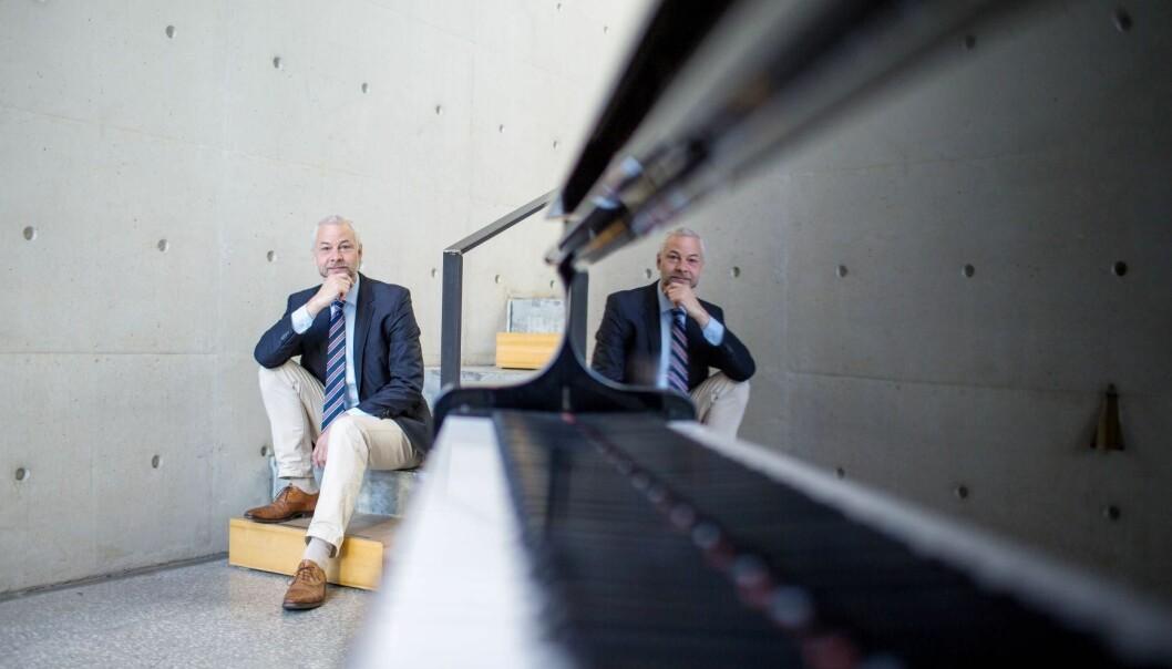 Stefan Kölsch forsker på hvilken effekt musikk har på hjernen til pasienter med Alzheimer sykdom. (foto: Eivind Senneset)