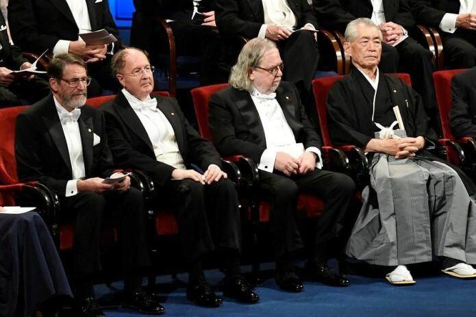 Stolte vinnere under mandagens nobelpris-seremoni. Fra venstre George P. Smith og Gregory P. Winter (kjemi), James P. Allison og Tasuko Honjo (fysiologi og medisin). (Foto: Reuters/NTB scanpix)