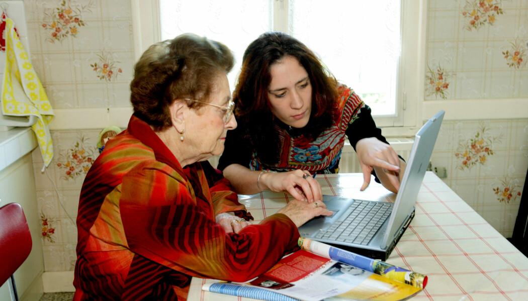 En ny rapport viser at frivillig arbeid ligger bak flere ulike tilbud for eldre. Det kommer også fram at både det offentlige og de frivillige ønsker seg et tettere samarbeid.  (Illustrasjonsfoto: Colourbox)