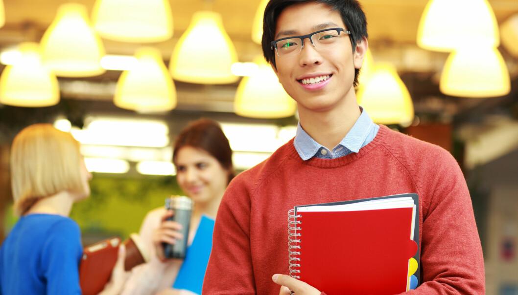 Vil du gjerne stå som fyren på bildet – rolig og selvsikkert med en sterk fornemmelse av å ha valgt den riktige utdanningen? Da kan du lese videre her: Forskerne gir deg gode råd til hvordan du velger det riktige studieløpet.  (Foto: Colourbox)