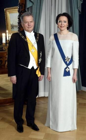President Sauli Niinistö og førstedame Jennie Haukio på Finlands frigjøringsdag. Kjolen er laget av bjørk. (Foto:Vesa Moilanen/Lehtikuva)