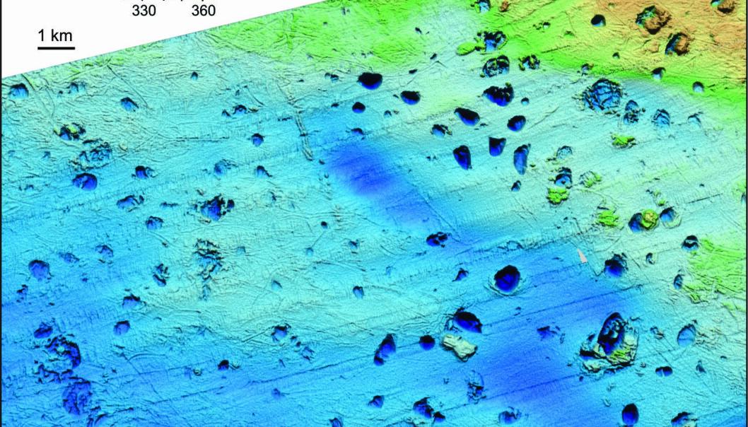 Det er hundrevis av kratre i området hvor metanet blåste ut i vannet. Over 100 av dem er rundt 1000 meter brede.  (Illustrasjon: Karin Andreassen)
