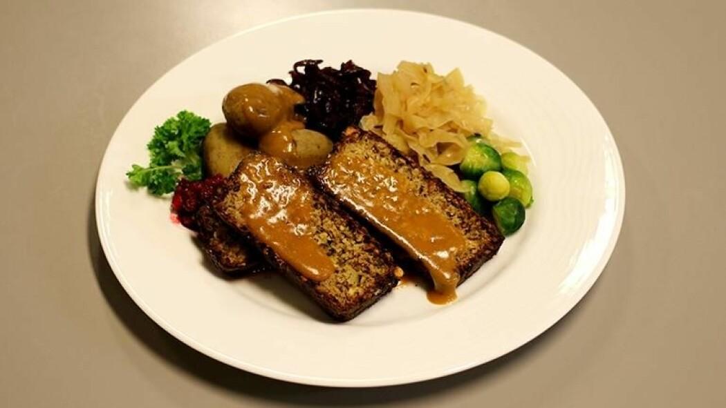 Nøttestek: Det finnes mange ulike vegetariske og veganske retter du kan servere som gir deg og selskapet smaken av god jul. (Foto: Stian Kristoffer Sande).