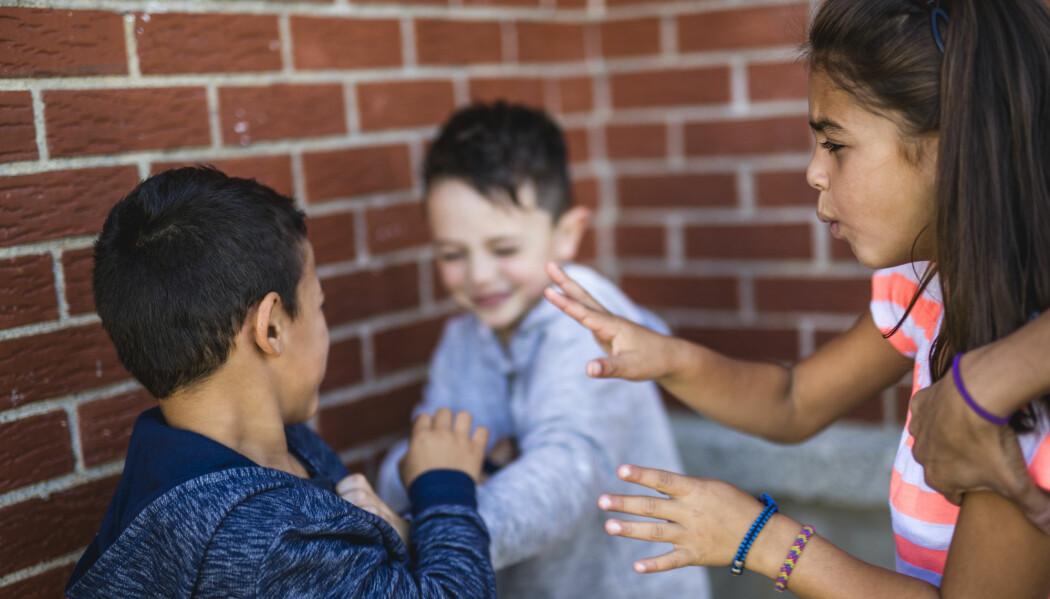 Barna putter gjerne utenlandske ord og uttrykk inn i samtalen når det oppstår konflikter, mener svensk forsker. (Illustrasjonsfoto: Shutterstock/NTB scanpix)