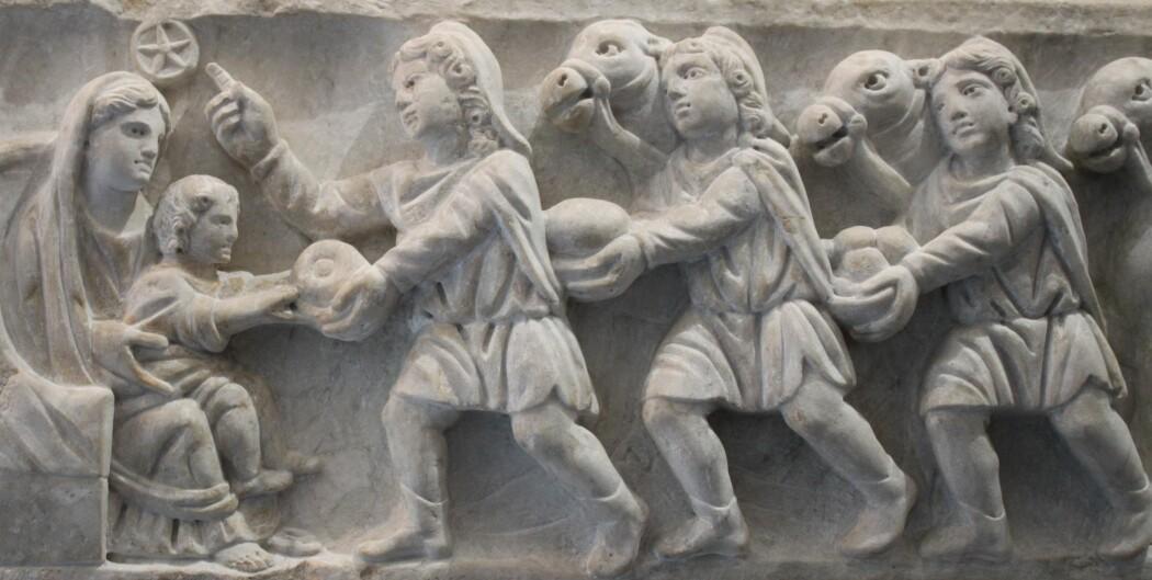 Motiv av nativiteten fra romersk sarkofag fra 300-tallet, Vatikanmuseet. Bildet er tatt på studietur til Roma med RLE-studenter fra HVL, våren 2018. (Foto: Jon V. Hugaas)