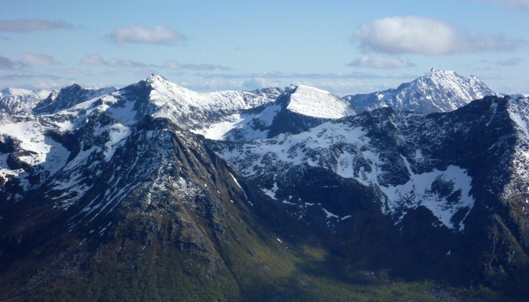 Hinnøya i Vesterålen har noen av de eldste bergartene i Norge. De ble dannet for 2,6 milliarder år siden. (Foto: Ane K. Engvik)