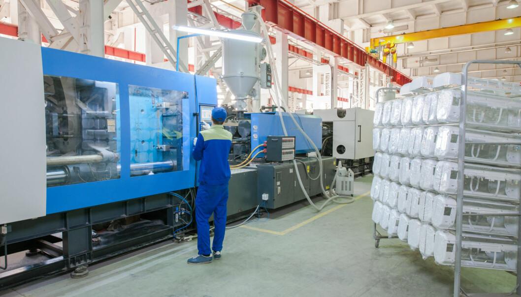 Kinesiske fabrikker som fremstiller PVC, en av de vanligste plasttypene, har det største forbruket av kvikksølv. Her må ny forskning til for å finne andre produksjonsmetoder som ikke benytter seg av kvikksølv, mener forsker.  (Illustrasjonsfoto: Albert Karimov / Shutterstock / NTB scanpix)