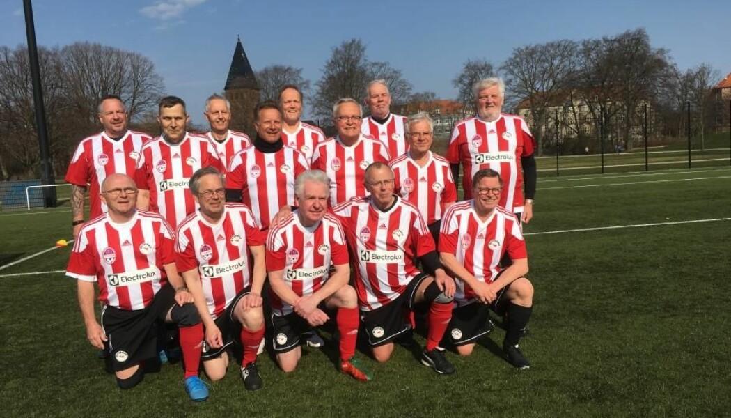 FC Prostata-lag på Østerbro i København. Spillerne har deltatt i det hittil største forsøket der fotballtrening til kreftrammede menn har blitt testet i lokale klubber. (Foto: DBU)