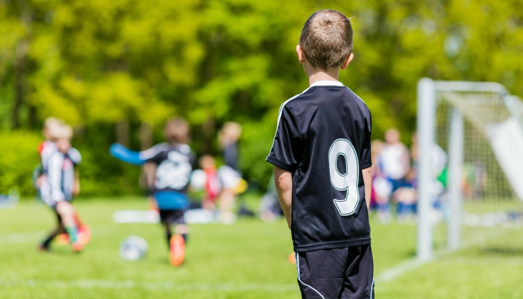 Selv om barn med astma kan få pustevansker ved fysisk aktivitet, burde de ikke avstå fra å være aktive, mener forsker. Med tilrettelagt aktivitet og riktig medisin, kan de også være med på leken.  (Illustrasjonsfoto: Colourbox)