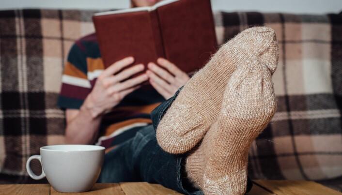 Hvis du ikke liker spill, er en bok også en god idé. Særlig hvis den er skrevet med et vanskelig språk som du ikke er vant til, sier Andreas Lieberoth. (Foto: Tatyana Aksenova / Shutterstock / NTB scanpix)