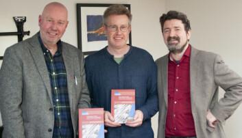 Forskarane Jan Erik Mustad, David Herbert og Charles Armstrong gir ut bok om Langfredagsavtalen i Nord-Irland. (Foto: Atle Christiansen, UiA)