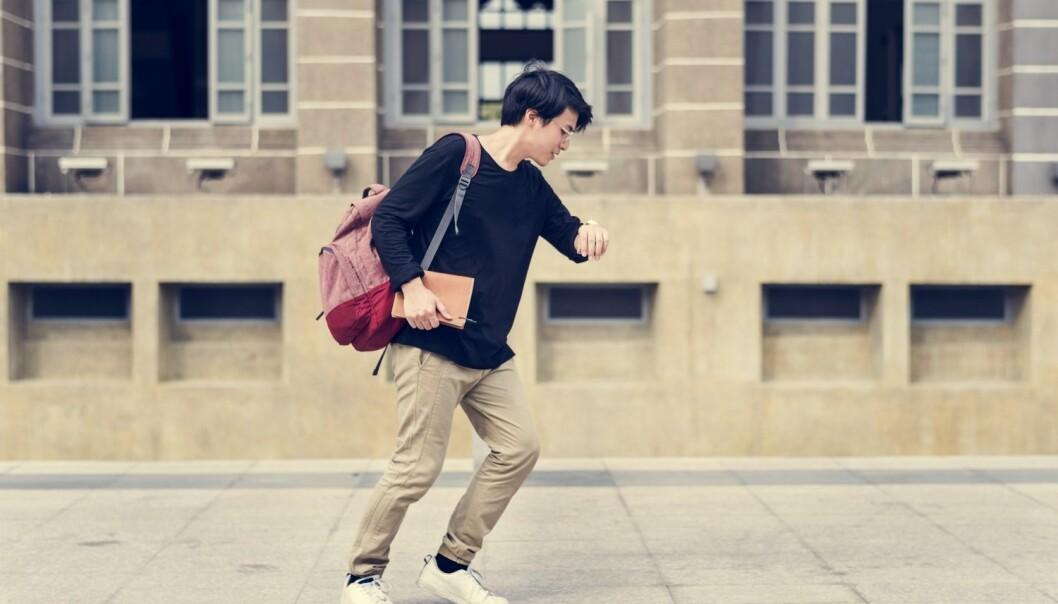 Når man skal skynde seg, og beina beveger seg raskere og raskere, er kroppen innrettet på en måte som gjør at den automatisk slår over i løp i stedet for gange. Nå har danske forskere funnet ut hvorfor. (Foto: Rawpixel.com / Shutterstock / NTB scanpix)