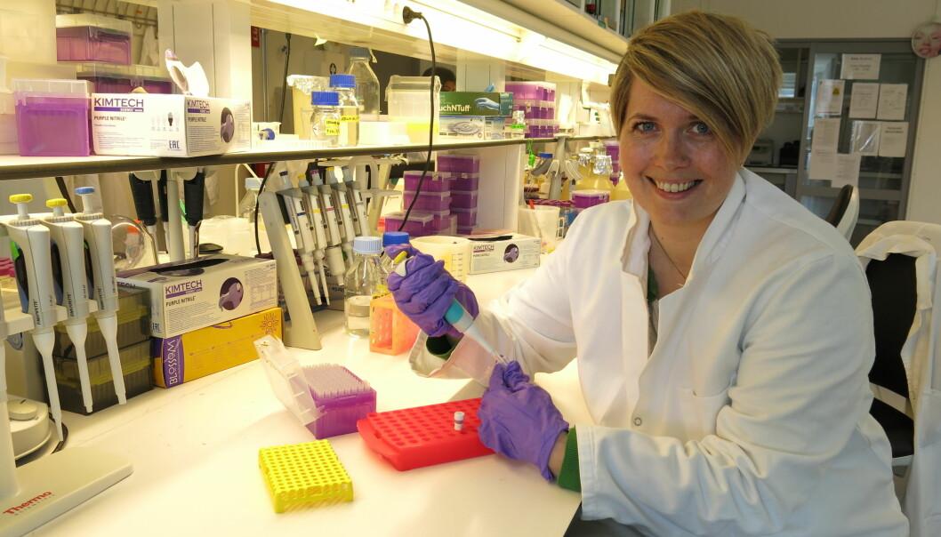 Molekylærbiolog Sunniva Katharina Thode har skrevet doktorgradsavhandling om hvordan noen bakterier angriper mennesker og dyr. Noen av disse bakteriene kan fremkalle alvorlig sykdom. ( Foto: Vibeke Os)