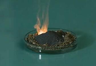 16. desember: Slik lager de en vulkan på laboratoriet