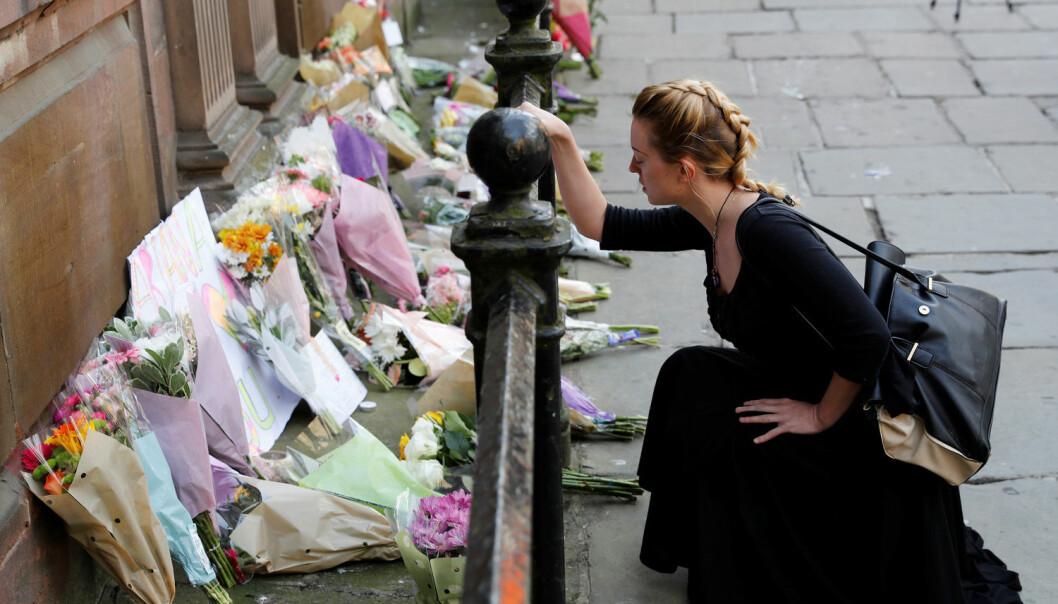 Å forsøke å skjerme barna fra det som har skjedd kan gjøre mer skade enn gagn, fordi vi ikke får roet dem ned og korrigert misforståelser, sier forsker. (Foto: REUTERS / Darren Staples)