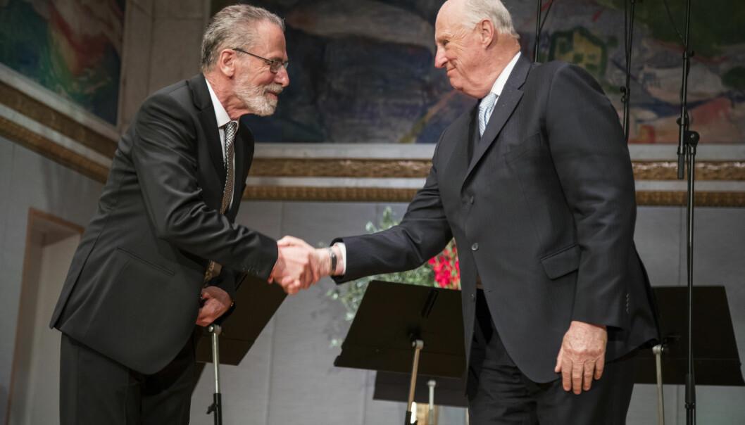 Kong Harald overrakk Yves Meyer (til venstre) Abelprisen i Universitetets aula tirsdag 23. mai.  (Foto: Foto: Heiko Junge / NTB scanpix)