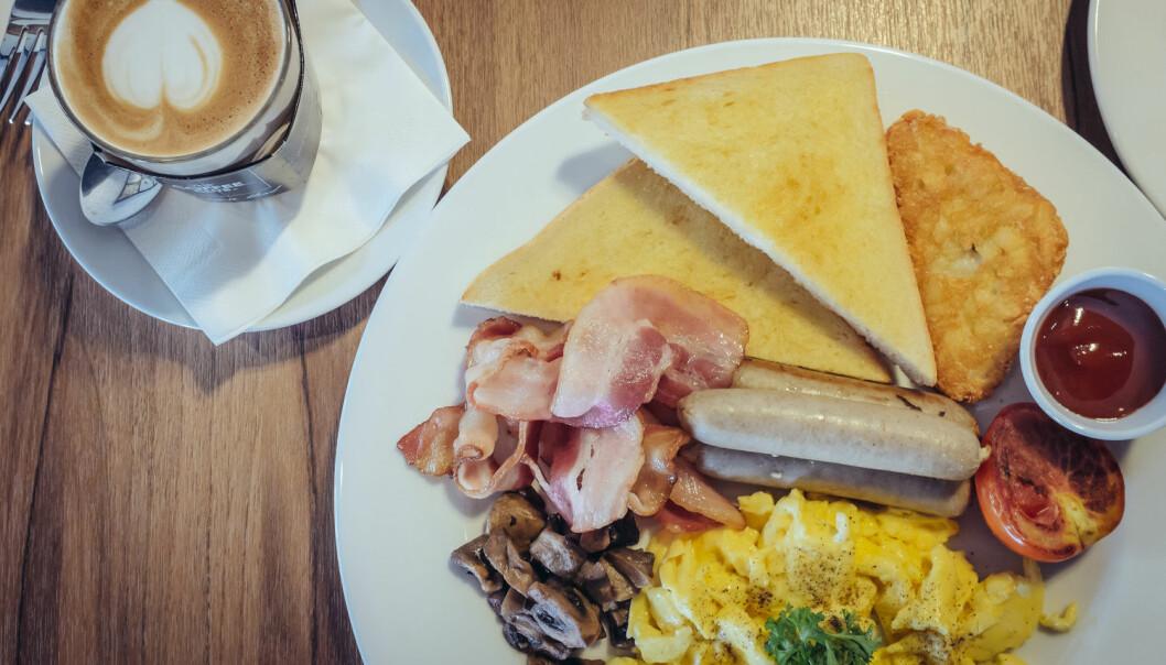 Er det greit å spise stor frokost? Eller bedre å småspise det samme utover formiddagen?  (Foto: Lottorich / Shutterstock / NTB scanpix)