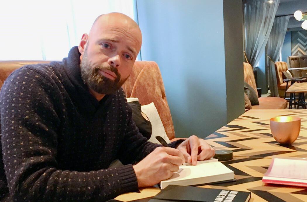 Gunnar Klinge er forfatteren bak krimboken Alma Mater. Den setter flomlys på et aktuelt og voksende gnagsår i akademia – frustrasjonen over den økende politiske målstyringen av forskning og undervisning. (Foto: Anne Lise Stranden)
