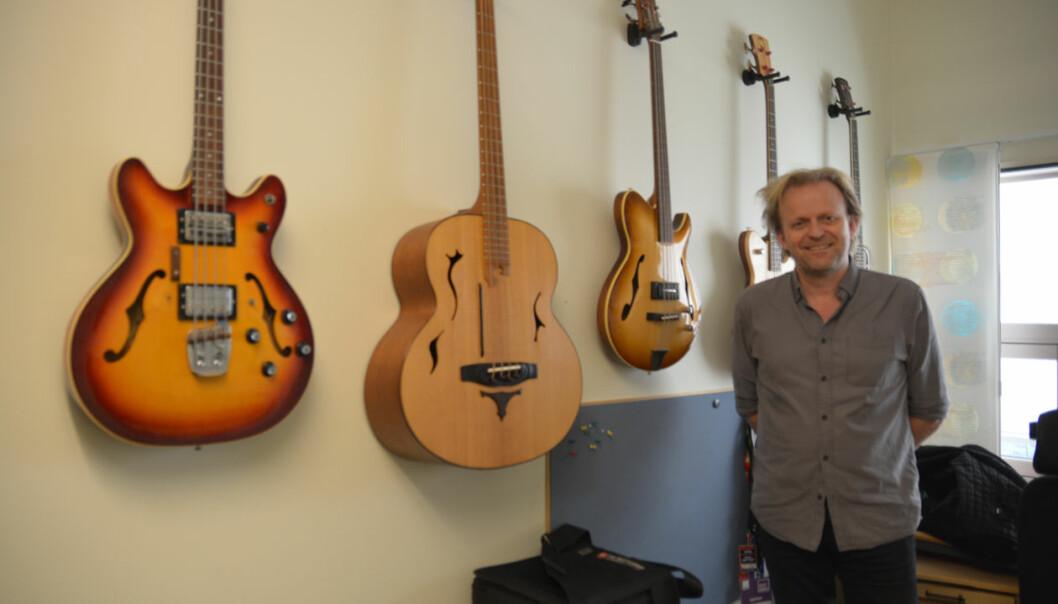 Musikkprofessor Mattis Kleppen imponerer med sitt unike bass-album, som er eit kunstnarisk utviklingsarbeid. Men publikasjonspoeng for albumet får han ikkje – førebels. (Foto: Bjørnar Leknes)