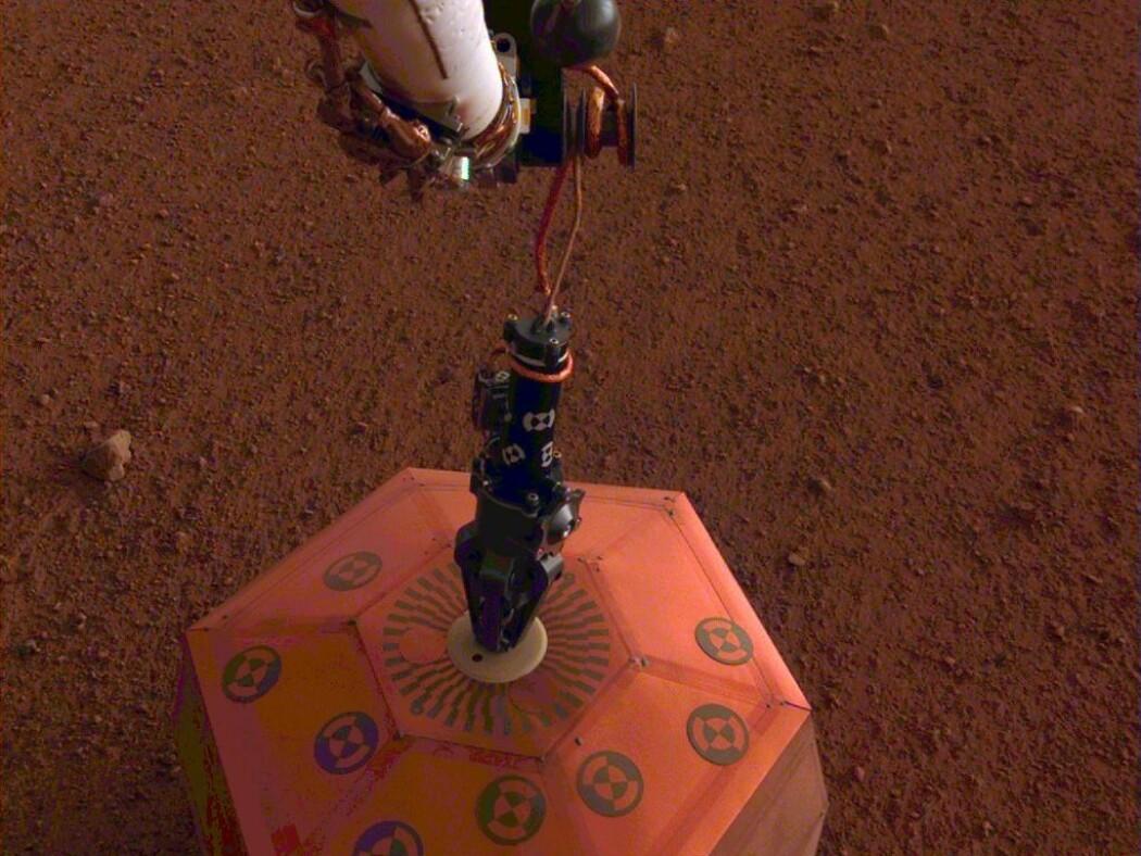 Dette seismometeret skal måle bevegelser i bakken på Mars. (Foto: NASA/JPL-Caltech)
