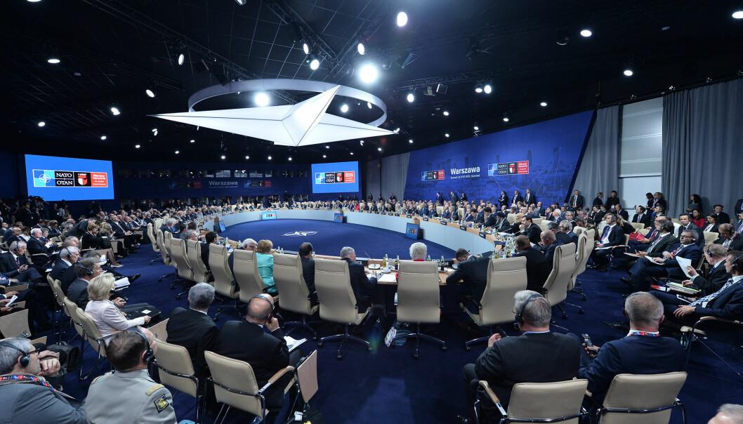 I 2016 holdt NATO toppmøte i Warzawa. I en ny bok vurderer forskere NATOs kollektive forsvarsstrategi i tiden etter møtet.  (Pressefoto fra NATO)