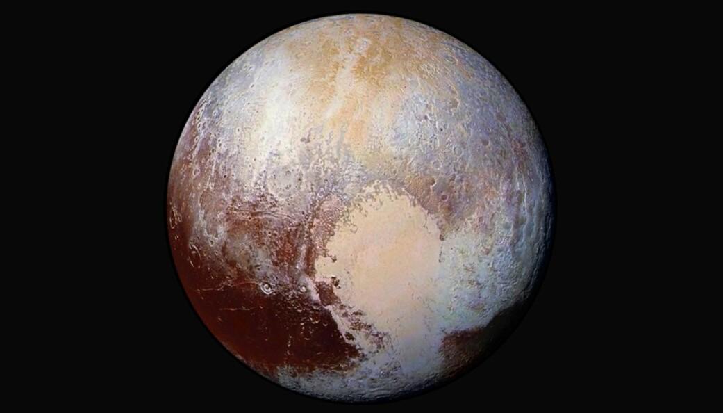 Sommeren 2015 tok NASA-sonden New Horizons de første nærbildene av Pluto. Første nyttårsdag flyr sonden forbi et fjerntliggende objekt i Kuiperbeltet som har fått navnet Ultima Thule. Passeringen skjer mye nærmere enn passeringen av Pluto, og forskerne håper å få bilder med enda høyere oppløsning. (Foto: NASA/JHUAPL/SwRI / AP / NTB scanpix)