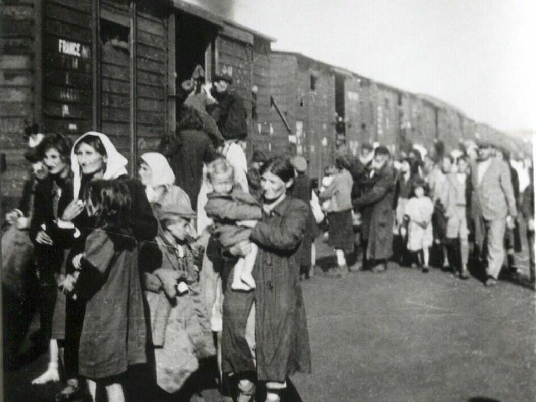 Deportatsjon av jøder fra Siedlce til Treblinka i 1942. (Foto: Ukjent, Wikimedia Commons)