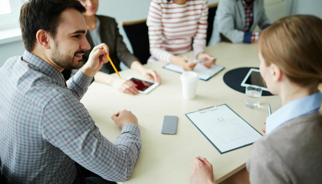 Møtene med skolen blir ofte preget av spørsmål og planlagte svar, snarere enn god, veiledende dialog. (Illustrasjonsfoto: Colourbox)