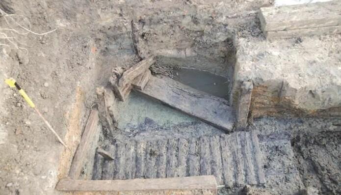 Bevart tømmerkonstruksjon i en skyttergrav i Belgia. (Bilde: Flanders Heritage Agency/Haneca et al./Antiquity 2018).