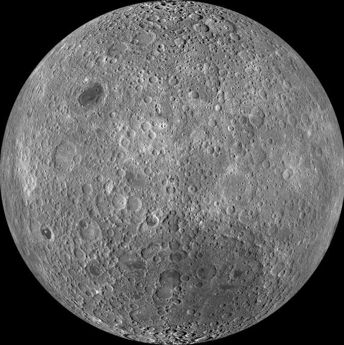 Dette bildet er satt sammen av mange små bilder. Bildene ble tatt av en amerikansk romsonde mellom 2009 og 2011. (Kilde: NASA/Goddard/Arizona State University.)