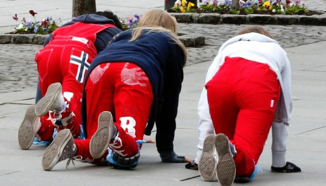 Da russefeiringen først kom til Norge, var det ungdom fra samfunnets øvre sjikt som startet dette ritualet. 200 år senere står fortsatt tradisjonen sterkt i de øvre sjikt, mens arbeiderklassens barn er klart underrepresentert.  (Foto: Terje Pedersen/NTB scanpix)