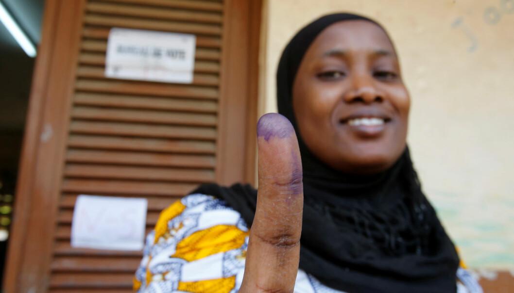 Valg av nasjonalforsamling i Elfenbenskysten i 2016. Landet har vært ustabilt, men valgobservatører erklærte at presidentvalget i 2015 var fritt og rettferdig. (Foto: Thierry Gouegnon/Reuters)