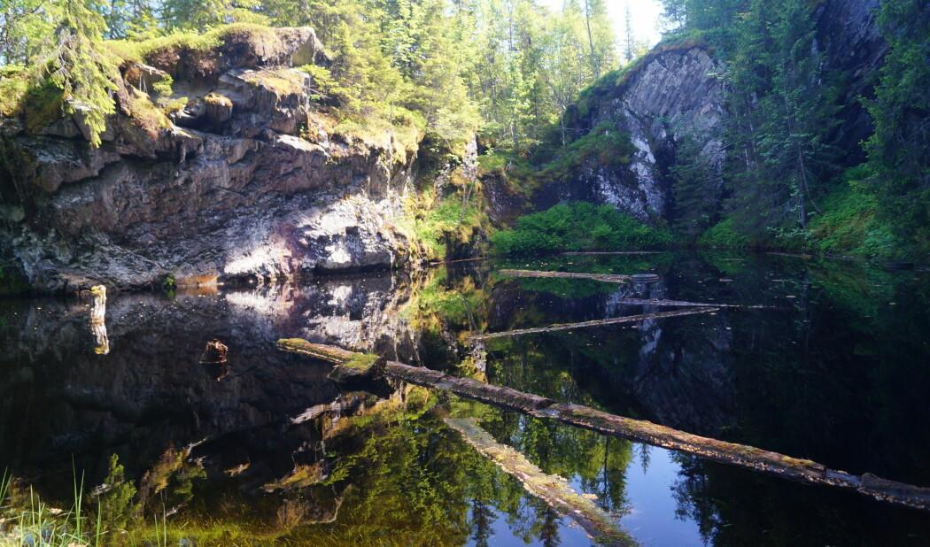 Her er det aktuelle steinbruddet Heingruva i Mostadmarka. Nå er det fylt med vann. (Foto: Tom Heldal, NGU)