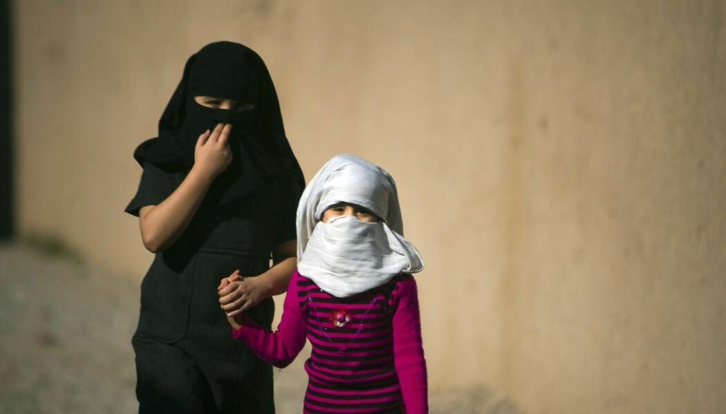 Mange av barna i spørreundersøkelsen fra Afghanistan mener at foreldre kan slå barn om de krangler. (Illustrasjonsfoto: Morteza Nikoubazl/Reuters/NTB scanpix)