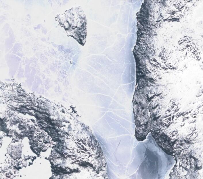 Femunden er en av innsjøene i Sør-Norge der isen ligger lenge utover våren. (Bilde: Copernicus Sentinel data 2017)