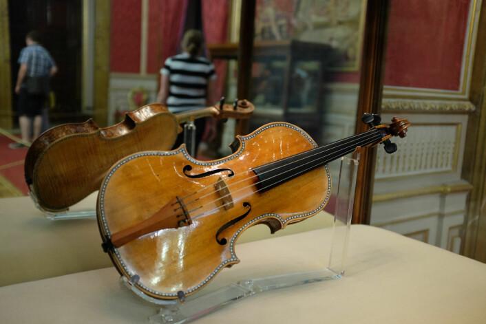 En Stradivarius-fiolin i det kongelige palass i Madrid. Carlos II av Spania bestilte flere instrumenter av Stradivari på slutten av 1600-tallet. (Foto: kerinin/ CC BY-SA 2.0)