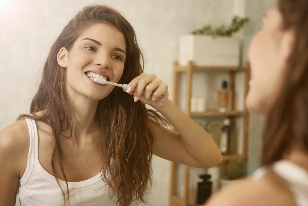 Fluor beskytter tennene mot Karius og Baktus, og det er ikke farlig. (Foto: Ollyy / Shutterstock / NTB scanpix)