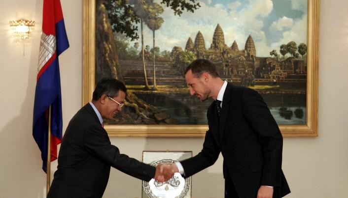 Hun Sen har hatt makten i Kambodsja siden kuppet i 1997. I 2014 fikk han besøk av kronprins Haakon i Phnom Penh. (Foto: Erlend Aas / NTB scanpix)