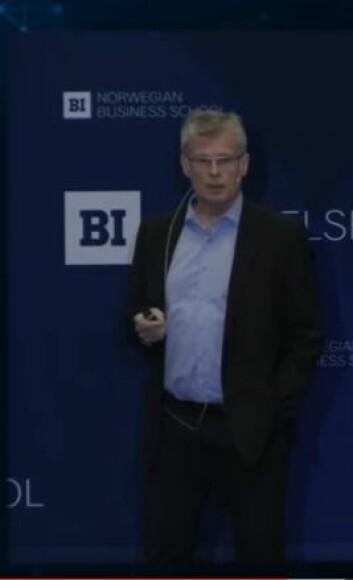 Øyvind Martinsen forteller om den beste formen for ledelse. (Foto: (Skjermdump fra BI-strømming).)